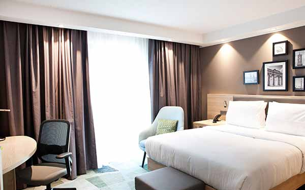 hampton-by-hilton-berlin-city-east-side-gallery-zimmer-content