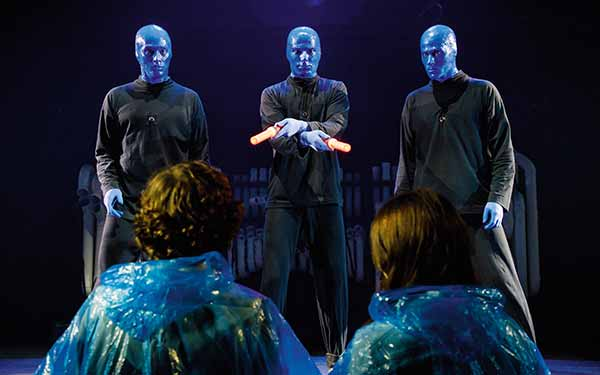 "BLUE MAN GROUP, Szenenmotiv ""Airpull"""